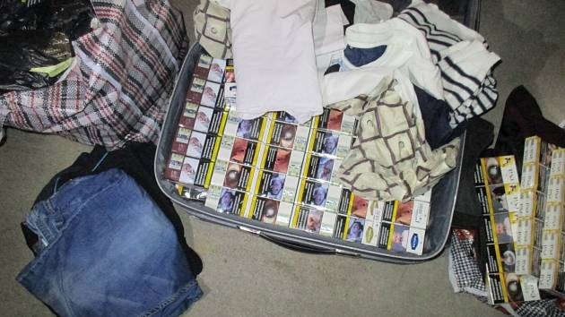 Celníci zachytili zásilku nelegálních cigaret.