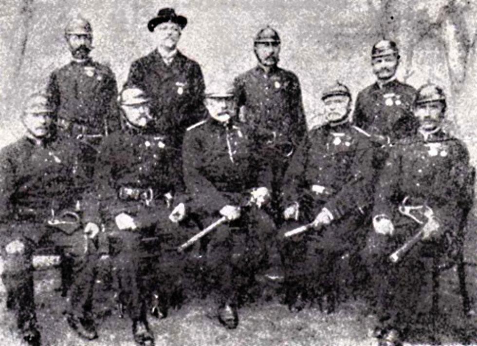 Zakládající členové novoměstského hasičského sboru.