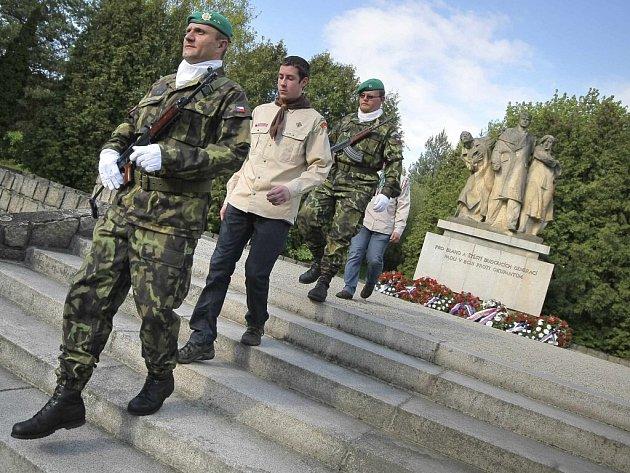 Vzpomínkovou akcí si v pondělí večer připomněli tragické události II. světové války ve Velkém Meziříčí. Na hřbitově v ulici Karlov, kde se pietní akt uskutečnil, je pochována stovka obyvatel města a okolí, kteří přišli o život v posledních válečných dne
