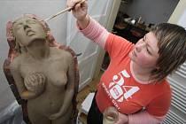 Mezi umělci, kteří se při Dnech otevřených ateliérů setkají s veřejností, bude i sochařka Mirka Špačková z Moravce. Autorka se představí v rámci Setkání výtvarníků v Horácké galerii v Novém Městě na Moravě.