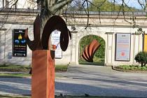 Horácká galerie nedávno otevřela interiérovou i exteriérovou výstavu, která je věnována unikátním dílům uměleckých kovářů Pavla st. a Pavla ml. Tasovských, kteří mají svou dílnu v Náměšti nad Oslavou.