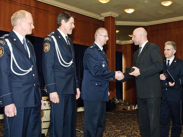 Ocenění v kategorii Zásah roku si převzali zleva Luděk Špaček (stanice Velká Bíteš), Pavel Vídeňský (stanice Velké Meziříčí) a David Dvořáček (jednotka SDH Velká Bíteš).