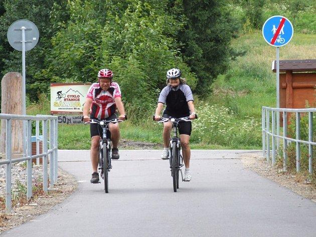 Cyklisté, bruslaři i chodci mohou obdivovat krásná zákoutí řeky Sázavy na cyklostezce, která vede po náspu bývalé železniční trati z Přibyslavi do Sázavy.