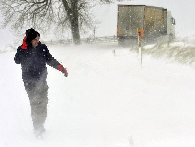 Dopravu na Vysočině komplikuje sněžení a vítr.