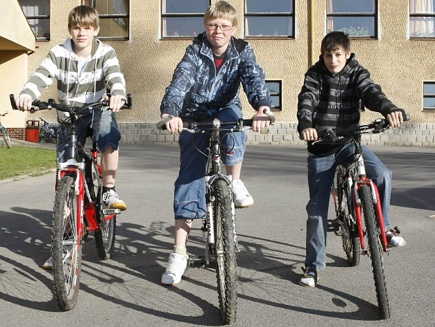Trojice školáků ze svratecké základní školy rychlým jednáním zachránili život důchodkyni.
