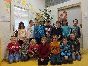 Na fotografii jsou žáci ze Základní školy v Nížkově. První třída paní učitelky Šárky Sládkové.