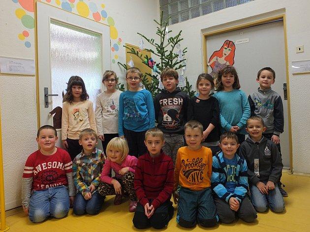 Na fotografii jsou žáci ze Základní školy vNížkově. První třída paní učitelky Šárky Sládkové.