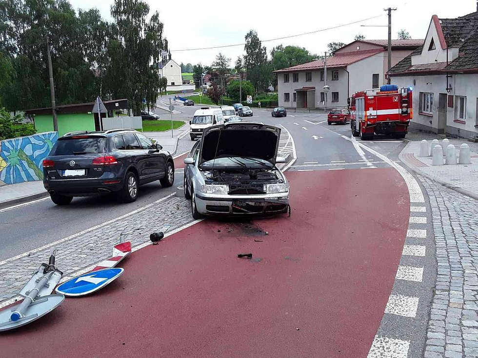 Nehoda v Ostrově.