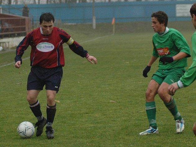 Vrchovinský kapitán Miroslav Oros (vlevo) se po necelých pěti měsících bez fotbalu vrací na hřiště. A hned ho čekají rozhodující zápasy sezony.