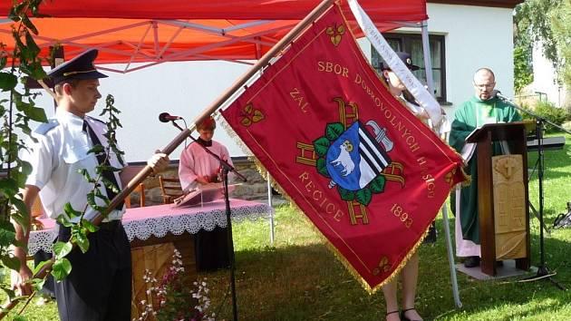 Sbor dobrovolných hasičů Řečice v neděli oslavil 120. výročí svého založení. Při mši svaté byl posvěcen jejich nový prapor.