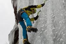 Lezení po ledu je pro horolezce dokonalou průpravou pro skalní lezení, proto si je žádný zanícený lezec nenechá ujít.