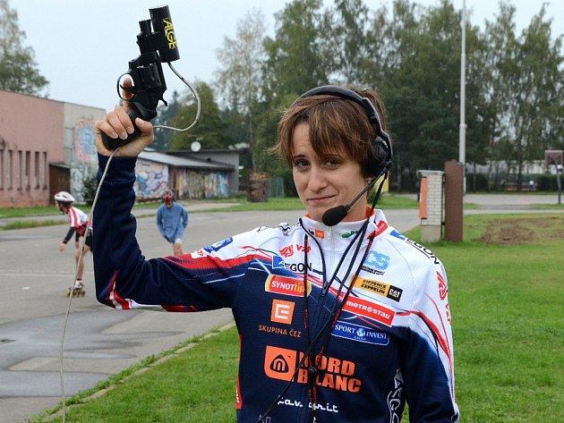 Martina Sáblíková byla ráda, že nemusela v neděli dopoledne obout brusle. Raději se zhostila čestné funkce startérky.