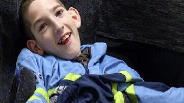 Jan z Bystřice trpí od novorozeneckého věku dětskou mozkovou obrnou a je plně imobilní. Sportovci pro něj uspořádají charitu.