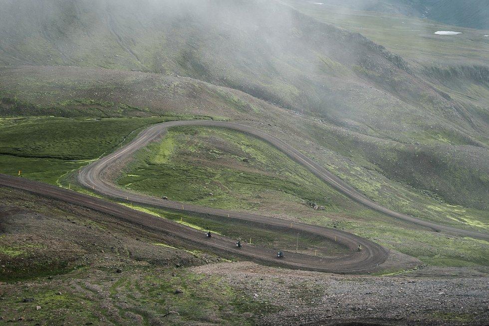Pro babety téměř nezdolatelné horské cesty (Island).