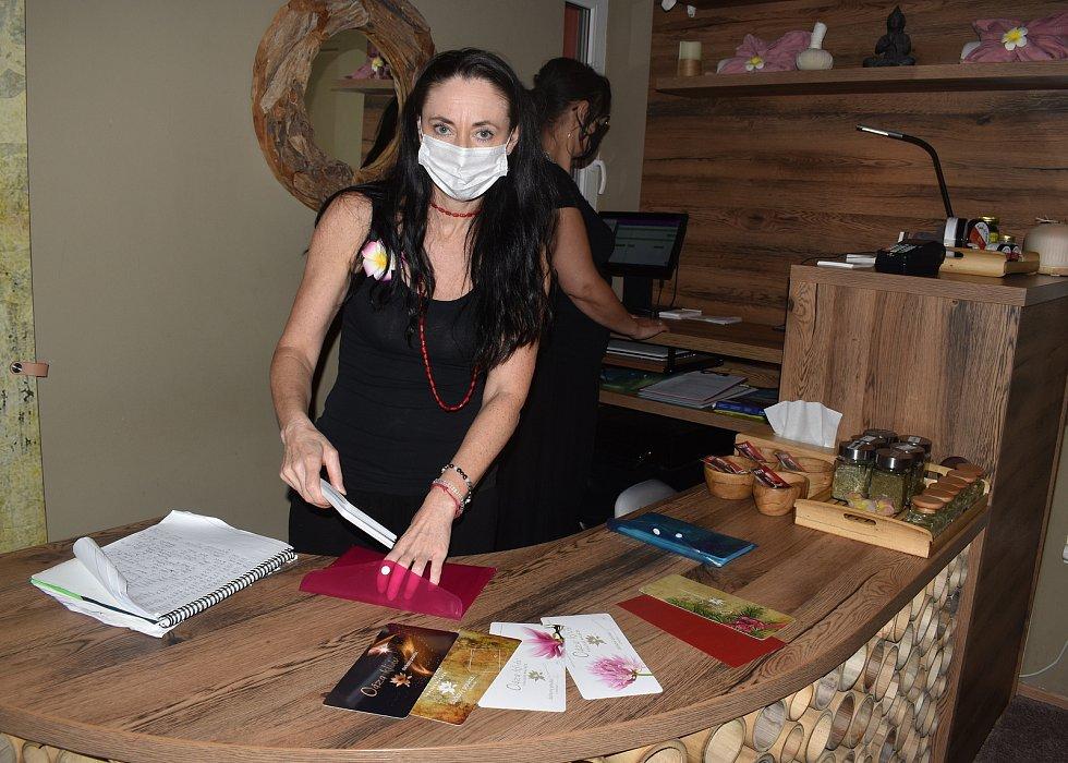 Žďárská Oáza klidu nabízí kromě masáží také manikůru, pedikůru a kosmetiku.