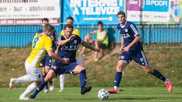 Také v nové sezoně MSFL budou fotbalisté Nového Města na Moravě ve středu pole vsázet na sehrané duo Lukáš Michal (v modrém vlevo) a Petr Duda (vpravo).