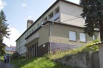 Starý internát chtějí meziříčští radní nechat přestavět na dům sociálních služeb. Budovu město kupuje od Kraje Vysočina za 5,55 milionu korun.