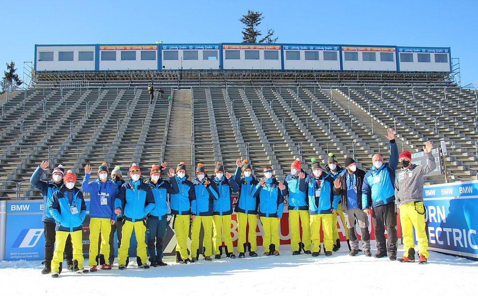 O tratě se při závodech SP biatlonistů ve Vysočina Areně stará čtyřicet dobrovolníků.