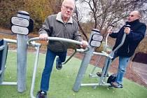 Nápad mít v Novém Městě na Moravě venkovní cvičební stroje vzešel podle místostarosty Stanislava Marka od seniorů. Jedno takového zařízení přijde na 20 až 30 tisíc korun. K nákupu má pomoci radnici dotace.