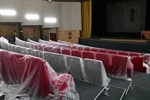 Žďárské kino Vysočina má nové sedačky.