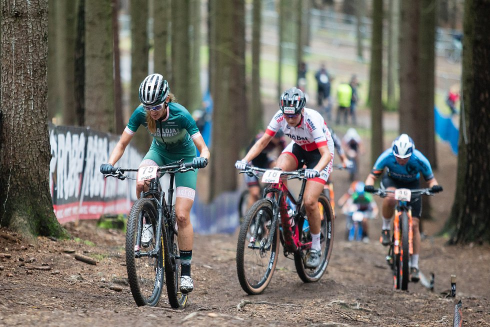 Závod SP kategorie žen elite v cross country horských kol v Novém Městě na Moravě.