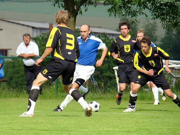 Fotbalisté Bohdalova zápas v Nové Vsi nezvládli a pokud se budou chtít zachránit, musí v posledním kole porazit rovněž ohrožený Stonařov.
