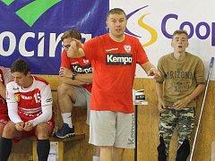 Trenér házenkářů Nového Veselí Pavel Hladík (na snímku) byl povětšinou s výkony svých svěřenců v nedávno skončeném extraligovém ročníku spokojený.