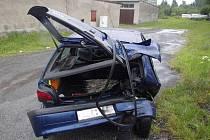 Při nehodě tří aut byl jeden člověk lehce zraněn.