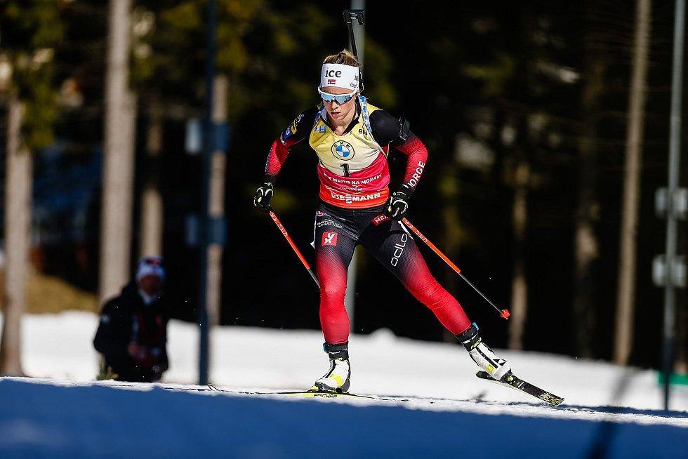 Tiril Eckhoff ve stíhacím závodu žen na 10 km.