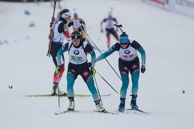 Závod SP v biatlonu (štafeta ženy 4 x 6 km) v Novém Městě na Moravě. Na snímku: Předávka týmu Francie.