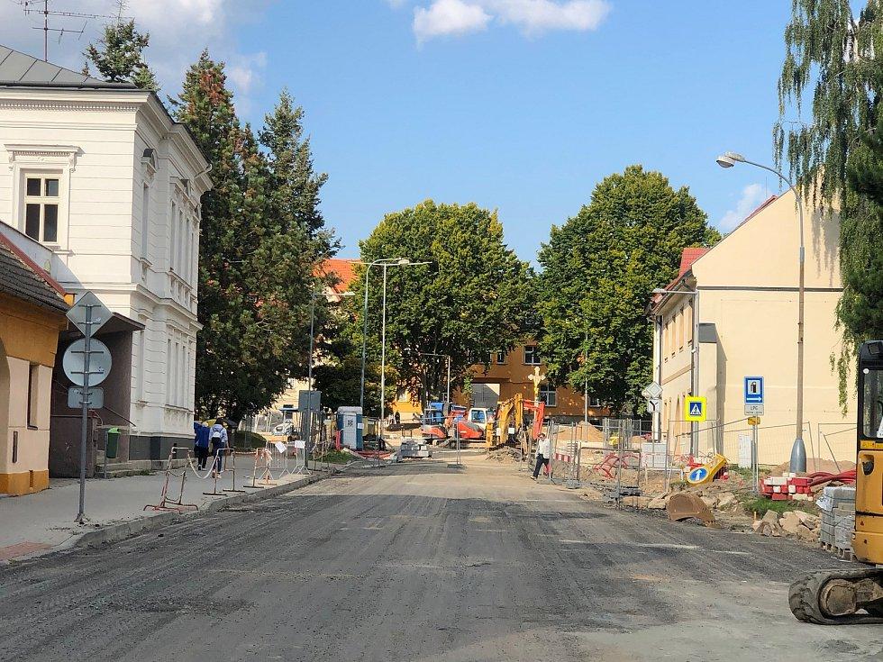 Kvůli výstavbě nového kruhového objezdu musí řidiči objet uzavřené části Masarykovy a Křičkovy ulice.