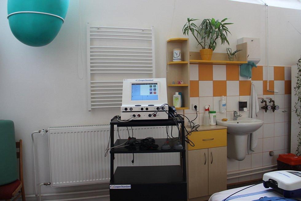 Přístroj umožňuje současnou aplikaci elektroléčby, magnetoterapie a ultrazvuku.