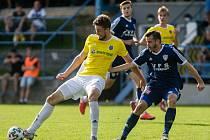 V sobotním utkání čtvrtého kola MSFL podlehli fotbalisté Nového Města na Moravě (v modrém) béčku Jihlavy na jejím hřišti vysoko 1:4.