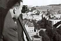 Vilém Frendl fotí měnící se Žďár z ochozu věže kostela svatého Prokopa – činil tak průběžně od roku 1938 až do roku 1995.