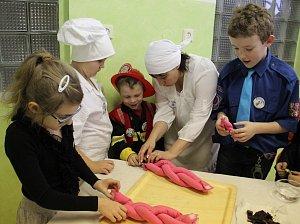 OBRAZEM: Děti vybíraly své budoucí povolání, pak nocovaly ve škole
