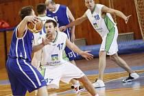 Skvělá obrana (čelem Jan Zezula) vynesla basketbalistům Žďáru dvě výhry z Pardubic.