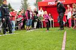Tradiční Hod polničskou kolejnicí se letos uskutečnil už posedmnácté, děti házely dřevěnou replikou.
