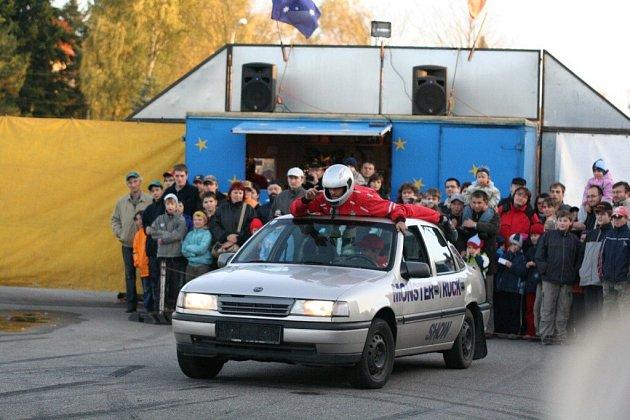 Přes Brno a Tišnov se dostalo na Vysočinu autorodeo.
