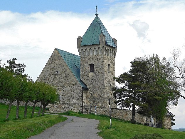 Dominantou Vítochova je raně gotický kamenný kostel s románskými prvky zasvěcený svatému Michaelovi.