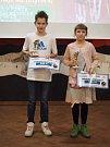 Zlaté kanáry žďárského tenisového oddílu si odnesli mladší žák Filip Piechula a mladší žačka Lucie Braunová.