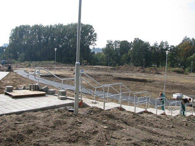 Práce na budování vícegeneračního parku ve žďárské lokalitě Farská humna jdou do finále.