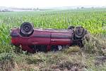 Při nehodě u Žďánice skončilo osobní vozidlo na střeše. Foto: archiv HZS Kraje Vysočina