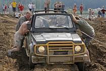 Adrenalinovým zážitkům vyhradili víkend ve westernovém městečku Šiklův Mlýn u Zvole nad Pernštejnem.
