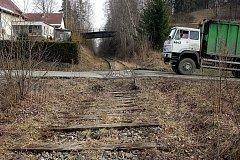 Stará trať Sázava - Přibyslav na snímku z roku 2008, před rozebráním kolelí.