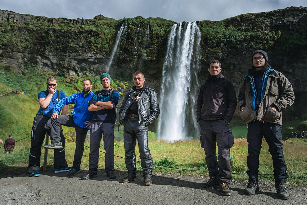 Vodopád Sjealandfoss, zleva Martin Nykodým, Libor Vávra, Jakub Dlouhý, Tomáš Prudký, Tomáš Gregor, Daniel Peprník.