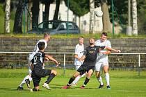 Fotbalisté Havlíčkova Brodu (v černém) doma v sobotu nestačili na Bystřici nad Pernštejnem, které podlehli jen těsně 0:1.