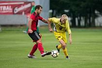 Už čtvrtou výhru v novém ročníku 1. B třídy si připsali fotbalisté Bohdalova (ve žlutém). Naopak Moravec (v červenočerném) doma znovu prohrál.