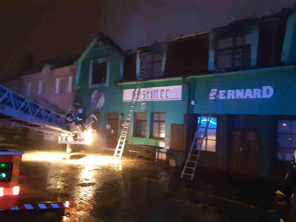 Požár restaurace za sebou zanechal škodu dva a půl milionu korun.