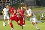 Se ziskem bodu v souboji s Velkou Bíteší nakonec byli divizní fotbalisté Bystřice nad Pernštejnem (v červeném) spokojeni.
