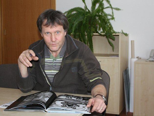 Za příznivých podmínek není podle slov šéfa Správy Chráněné krajinné oblasti (CHKO) Žďárské vrchy Václava Hlaváče vyloučeno, že by kácení mohlo začít už příští rok.